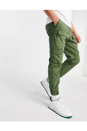 ASOS – Schmal zulaufende Hose in Khaki mit mehreren Taschen