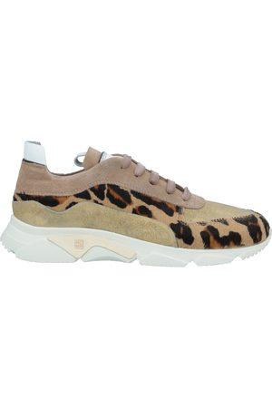 Moma Damen Sneakers - SCHUHE - Sneakers - on YOOX.com