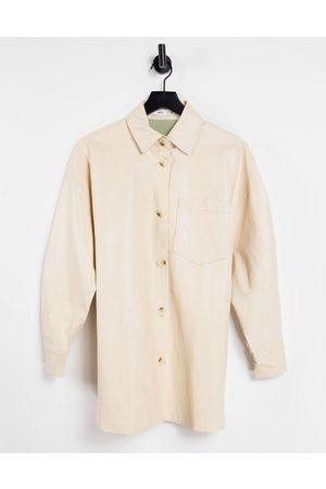 MANGO – Hemdjacke aus Kunstleder in Creme