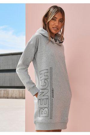 Bench Sweatkleid, mit senkrechtem Logodruck