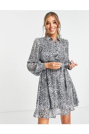 Lipsy London – Kleid mit gerafften Ärmeln und Leopardenmuster-Mehrfarbig