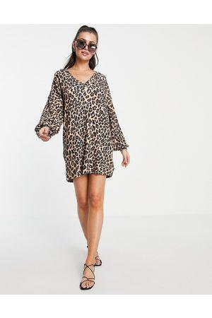 ASOS – Langärmliges Oversize-Kleid mit V-Ausschnitt und Leopardenmuster