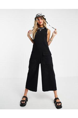 ASOS – Ärmelloser, minimalistischer Jumpsuit aus Twill in