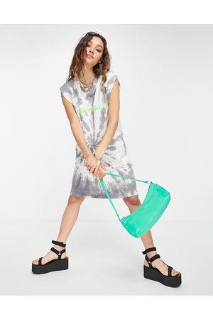 House of Holland – Ärmelloses T-Shirt-Kleid mit Batikmuster