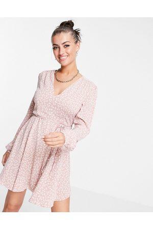 Glamorous – Ausgestelltes Kleid mit Taillenband und Blümchenmuster in