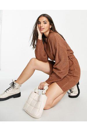 Glamorous – Langärmliges, kurzes Pulloverkleid mit Bindegürtel an der Taille in