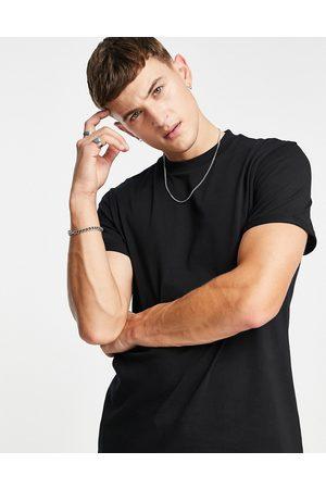 ASOS – Schwarzes T-Shirt mit Rundhalsausschnitt und gerollten Ärmeln