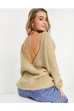 Glamorous – Pullover in Hellbeige mit tiefem Ausschnitt hinten-Neutral